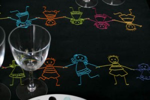 chemin de table noir ribambelle enfants multicolore