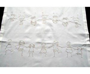 chemin-de-table-blanc-ribambelle-enfant